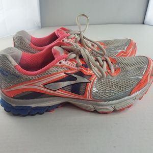 Womens Brooks running shoes Ravenna 5 sz 9.5